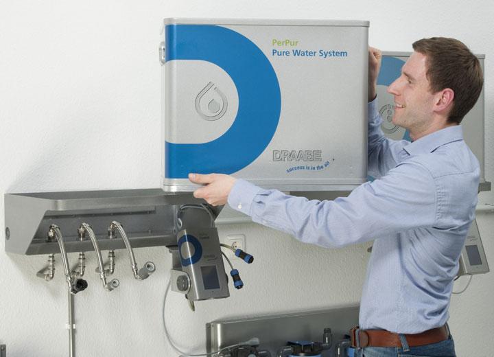 Utbyte av pump- och vattenbehandlingsenhet på plats