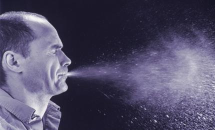 Studie toont aan dat vochtigheid het griepvirus in de lucht beperkt