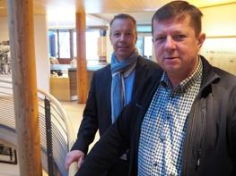 Dr. Stefan Trzesniowski (vorn) mit Condair Systems Fachberater Wolfgang Gräf