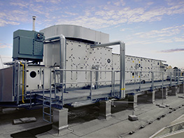 Two central air conditioning units with air outputs of 7,500 m³/h each were installed on the roof of the museum. On the top left is one of the two gas-powered Condair steam humidifiers.