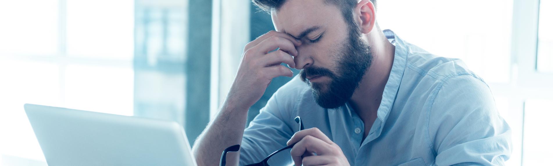 Dårlig luftfugtighed kan være årsagen til tørre øjne og hovedpine på arbejdspladsen
